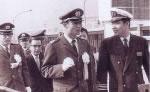 税関の日」横浜港で一日税関所長王貞治さんと比嘉船長